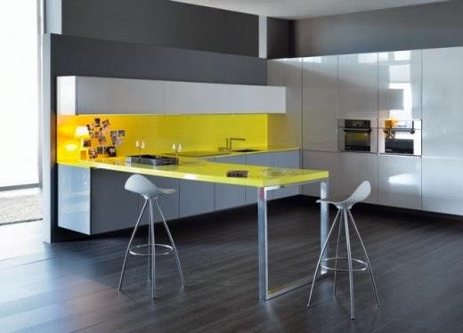 Cocina en gris y amarillo