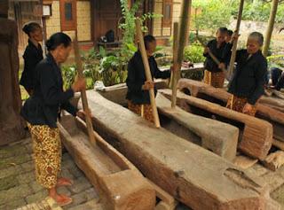 Tradisi Gedhogan Desa Kemiren