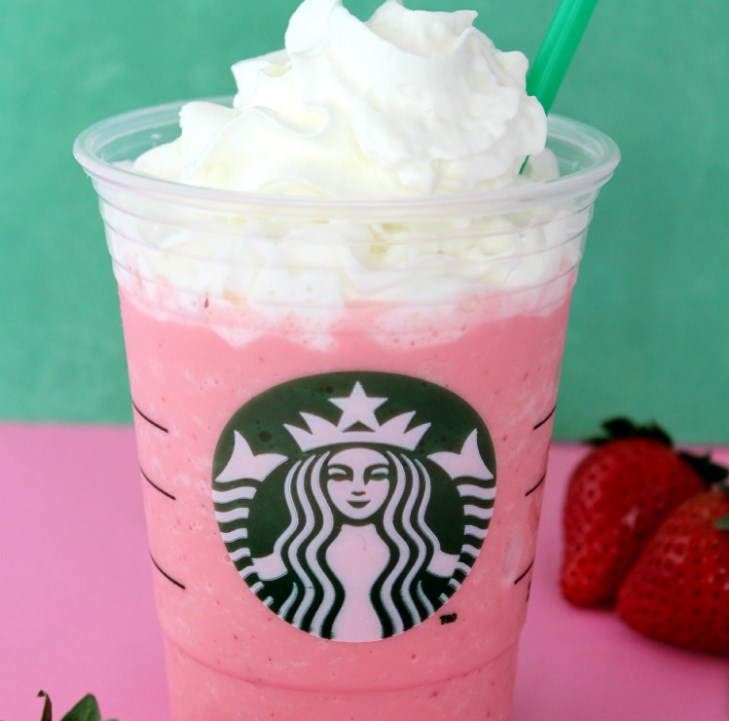 COPYCAT STARBUCKS STRAWBERRIES & CRÈME FRAPPUCCINO #starbucksrecipe #drinks