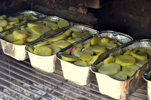 grill, ziemniaki z grilla, danie z grilla, zapiekanka z grilla, zapiekanka z ziemniakow, ziemniaki, foremki, ziemniaki z foremki, prazonka, weekend, co na grilla, majowka, blog, zycie od kuchni