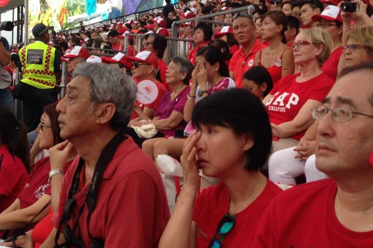 Solemn tribute paid to Singapore's founding father Lee Kuan Yew at NDP 2015