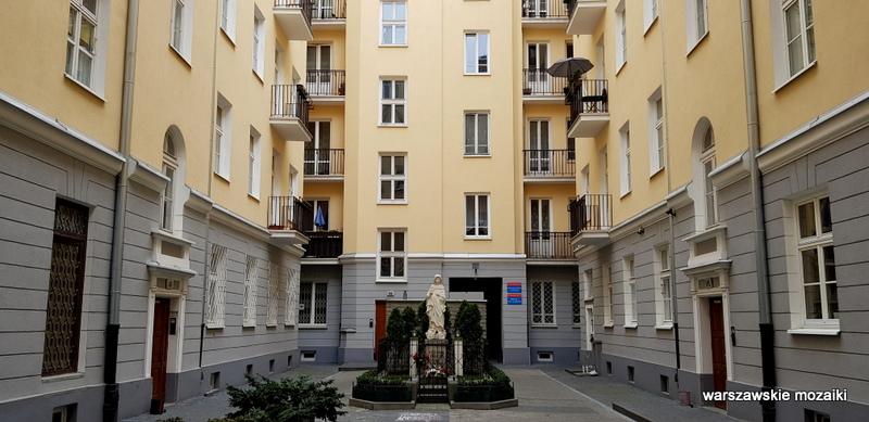 Warszawa Warsaw kamienica Śródmieście warszawskie kamienice architektura architecture podwórko kapliczka studnia
