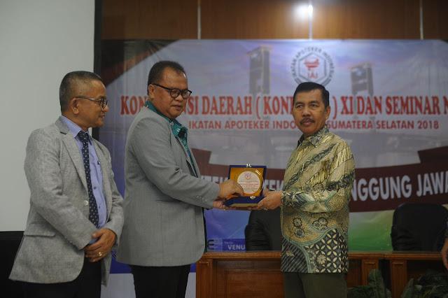 Wagub Ishak Mekki Buka Seminar Nasional dan Konferensi IAI