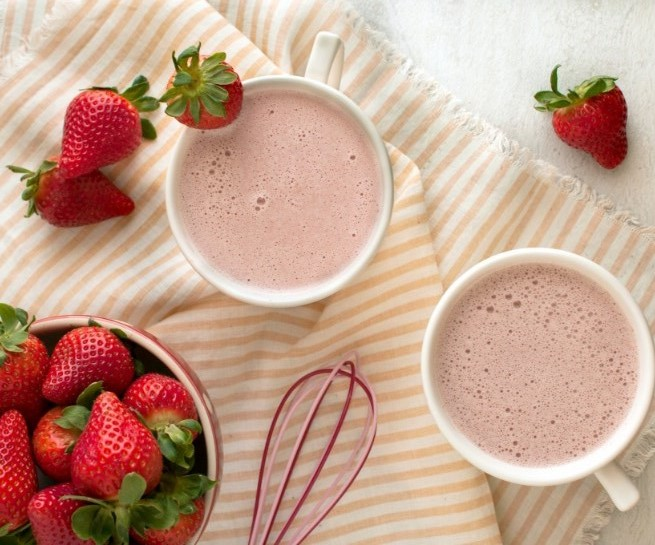 Strawberry White Hot Chocolate #winterrecipe #warmdrink