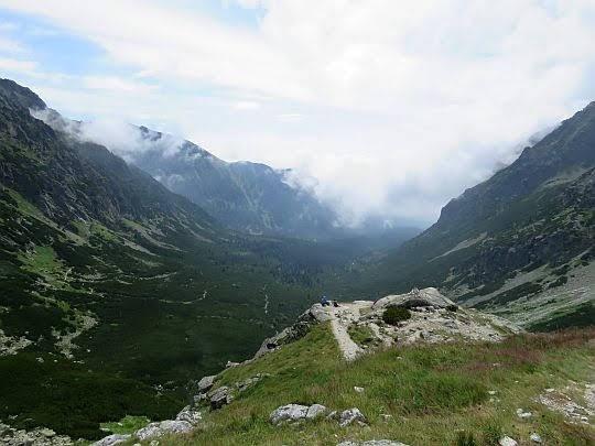Spojrzenie z progu Doliny Hińczowej na Dolinę Mięguszowiecką.