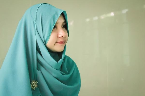 Tips Memilih Warna Jilbab Sesuai Warna Kulit
