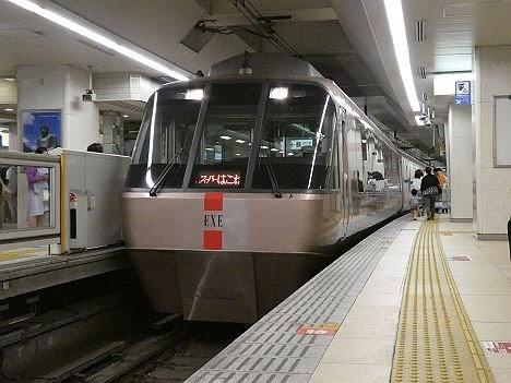 小田急電鉄 スーパーはこね9号 箱根湯本行き EXE30000形(代走)