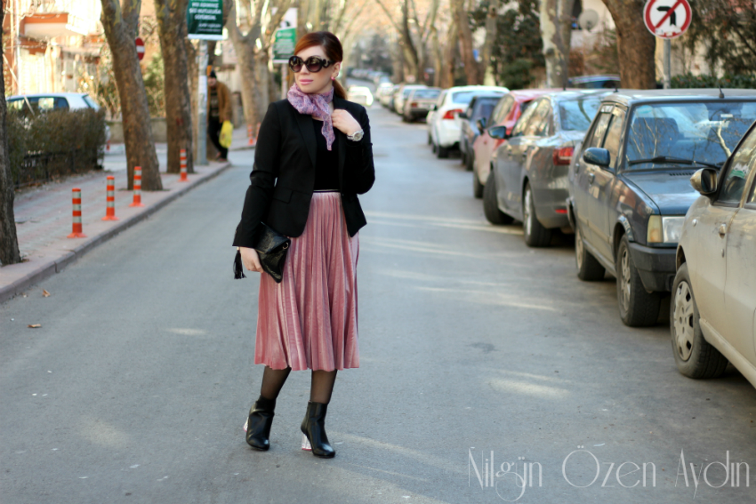 moda blogları-fashion blogs-alışveriş-kadife pileli etek-velvet pleated skirt-vintage modası-midi boy