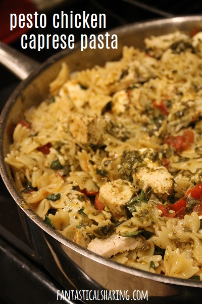Pesto Chicken Caprese Pasta #recipe #chicken #pasta #pesto #caprese