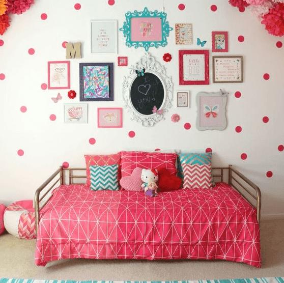 kamar tidur anak perempuan sederhana