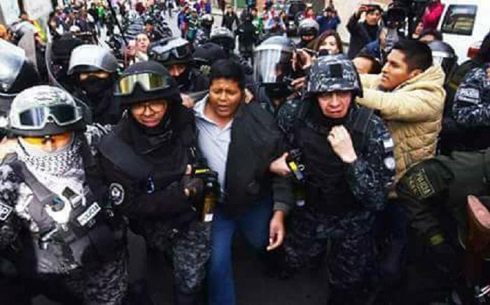 El dirigente cocalero se entregó a la policía que lo sacó con violencia de ADEPCOCA  / FACEBOOK