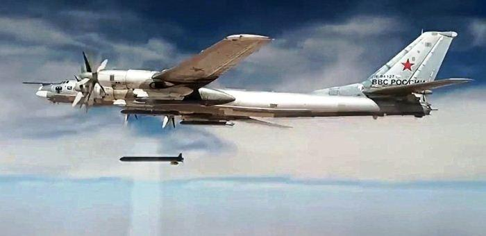 Tu-95 luncurkan rudal khA-101