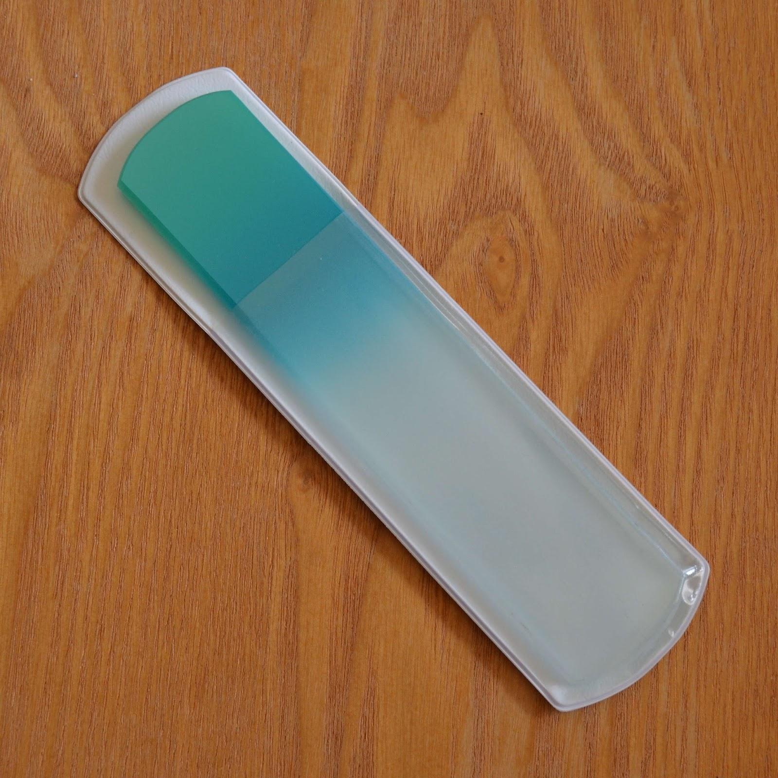 Polished Lifting: Aveniro Glass Nail File Review