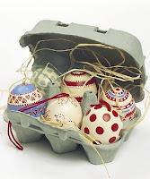 uova di pasqua decorate con acrilici