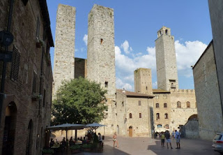 San Gimignano, Piazza delle Erbe.