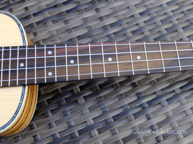 Aiersi SU-044T Concert Ukulele finger board