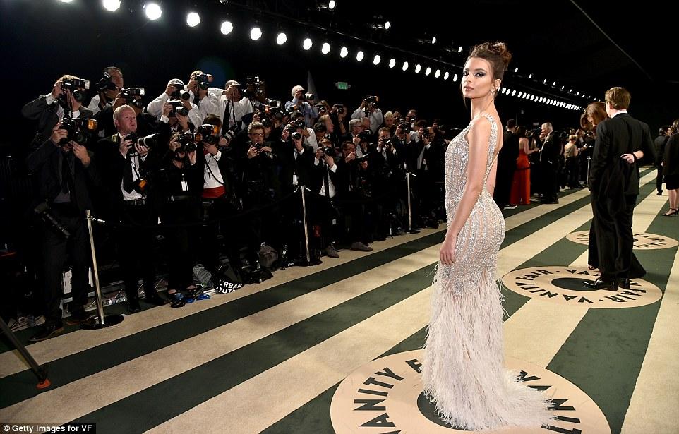 Emily Ratajkowski goes busty at the 2017 Vanity Fair Oscar Party