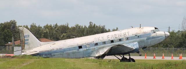 Viejos aviones en el aeropuerto de Buckingham