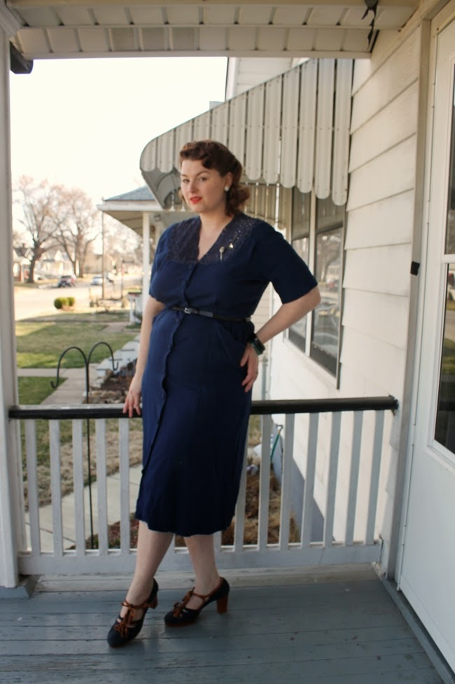 1930s 1940s vintage plus size dress and pin curl hairstyle