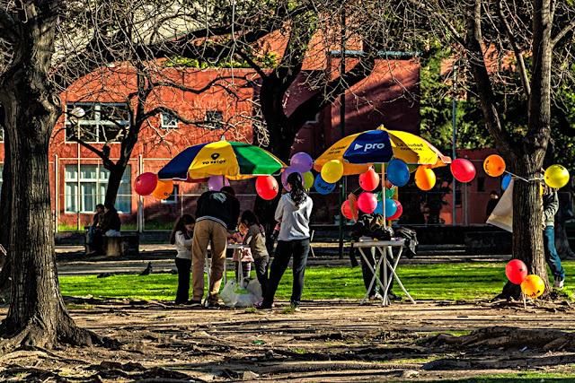 Puesto colorida para niños en Parque Las Heras
