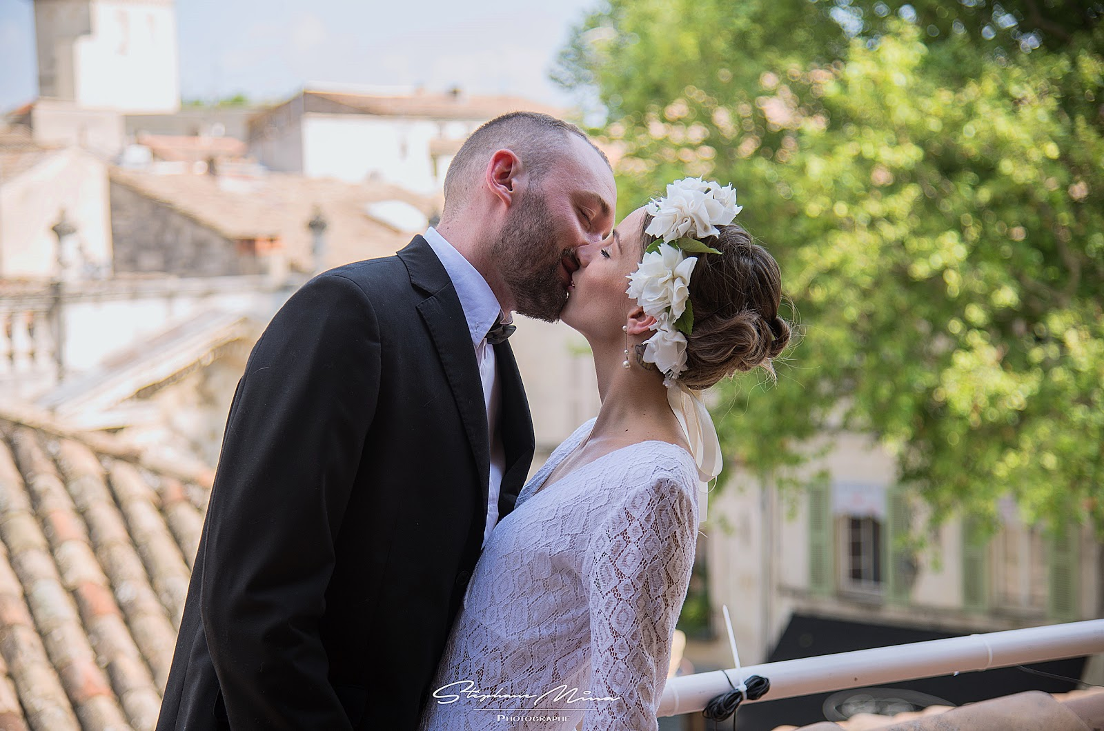 Non vous ne rêvez,pas, je suis bien habillé d\u0027une robe de mariée! Alors  non, malheureusement Clément ne m\u0027a pas encore demandé ma main!