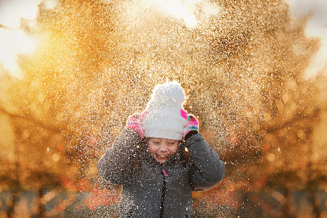 image of a girl playing in the snow captured with a Fuji X system camera and the Fujinon 50-140mm by Willie Kers