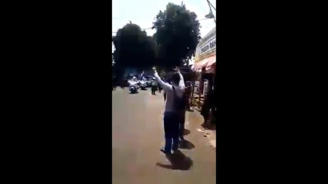 "Pekikan ""Hidup Prabowo"" Sambut Iring-Iringan Jokowi di Cianjur"