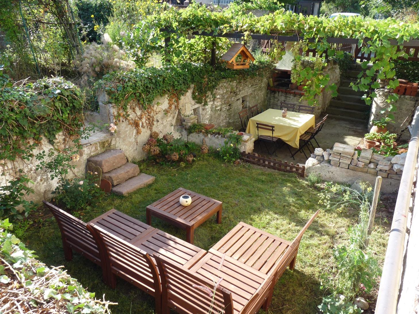 le petit monde de bidule petite terrasse faite maison moindre co t. Black Bedroom Furniture Sets. Home Design Ideas