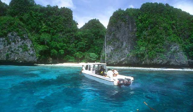 Pulau Karang di Raja Ampat