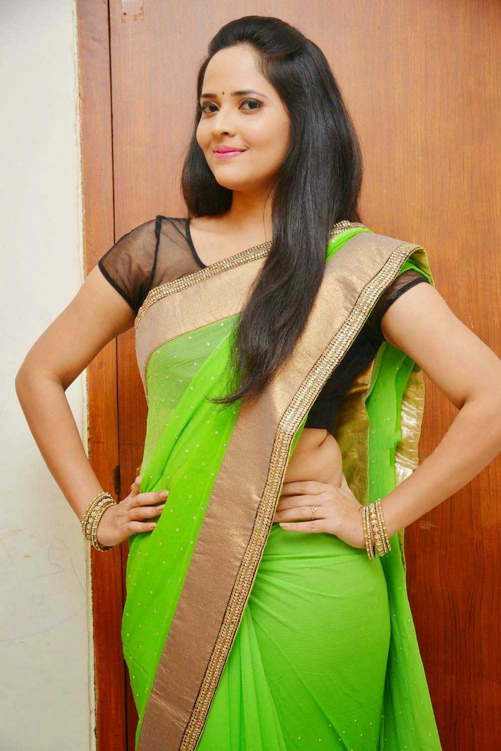 Glamorous Photos Of Telugu Tv Anchor Anasuya Hip Navel Show In Green Saree