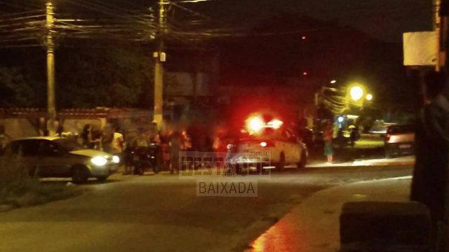 Mulheres são imobilizadas por moradores acusadas de cometer assaltos em Queimados