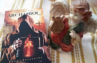 """Gdy władza i religia idą w parze zawsze ktoś musi za to zapłacić.  Recenzja powieści """"Czarna legenda. Archanioł"""" Anny Burzyńskiej."""