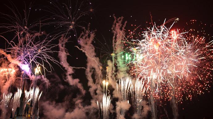 Wallpaper: Fireworks Above Castle