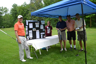 4-H'er presenting to group of golfers