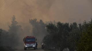 Εύβοια: Κερδίζεται η μάχη με τις φλόγες – Σώθηκαν τα σπίτια – Αυταπάρνηση των πυροσβεστών