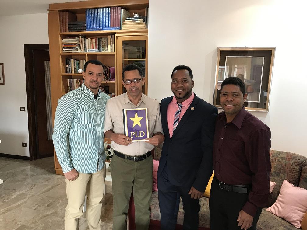 Dirigente político dominicano en Italia, recibe memoria histórica de trabajos comunitarios a dominicanos en Bélgica. Por Olmedo Pineda.