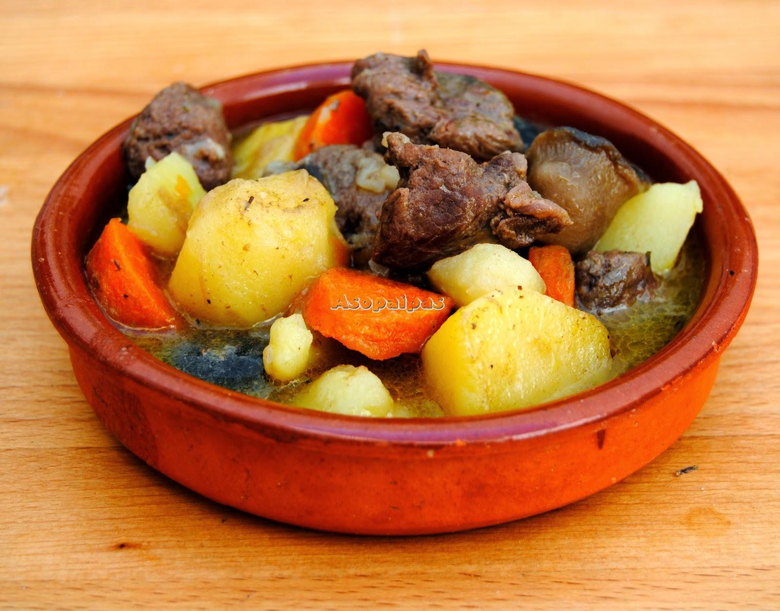 Carne de Canguro con Patatas, Zanahorias, Setas y Tomillo