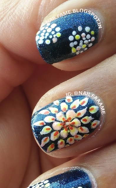 FLOWER AND DOTS NAILART