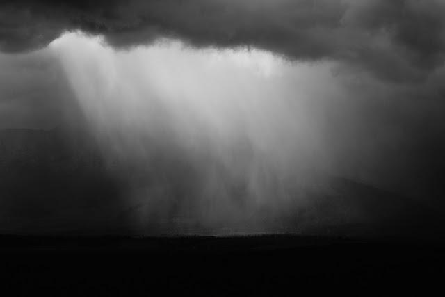 Burza. Czarno-biała fotografia. Krajobraz. Tatry, dolina Popradu, Słowacja. fot. Łukasz Cyrus