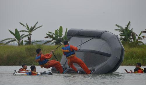LATIHAN : Beberapa sesi latihan Survival Dasar Alap Mandau tahun 2018,yang dilaksanakan di areal danau movistar Desa Kuala Dua, Kec. Sungai Raya, Kab. Kubu Raya. Foto Kapentak Danlanud Supadio