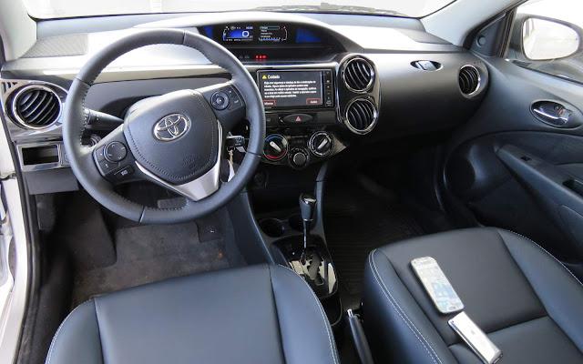 Novo Toyota Etios XLS 1.5 Automático - interior - painel