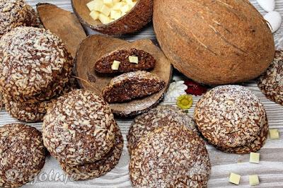 Ciastka czekoladowo-kokosowe z białą czekoladą