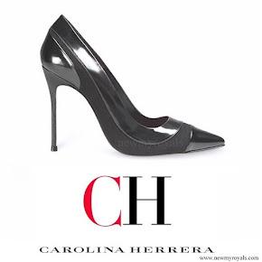 Queen Letizia wore Carolina Herrera black patent and suede pumps