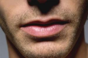 Cara Memerahkan Bibir yang Hitam Bagi Pria Perokok