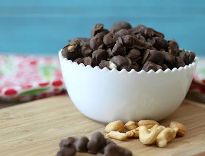 http://www.peanutbutterandpeppers.com/2015/09/13/dark-chocolate-covered-cashews-sundaysupper/