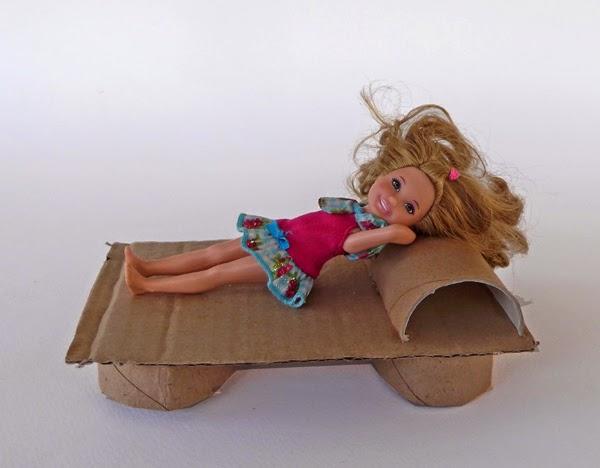 παιχνίδια με κούκλες, παιχνίδια φτιάξτο μόνος σου, χάρτινα παιχνίδια, παιχνίδια από χαρτί, παιδικές κατασκευές, έπιπλα από χαρτί, οικολογικές χειροτεχνίες, χειροτεχνίες από ανακυκλωμένα υλικά, κατασκευές από ανακυκλωμένα υλικά, οικολογικά παιχνίδια,