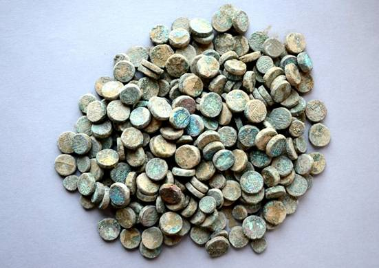 254 medieval copper coins discovered in the premises of Khirki Mosque in New Delhi