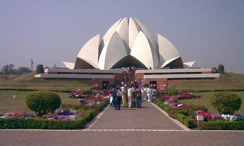 Tourist Places - Lotus Temple - travelmaniak.info