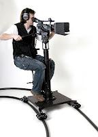 Şaryo üzerinde çekim yapan bir kameraman