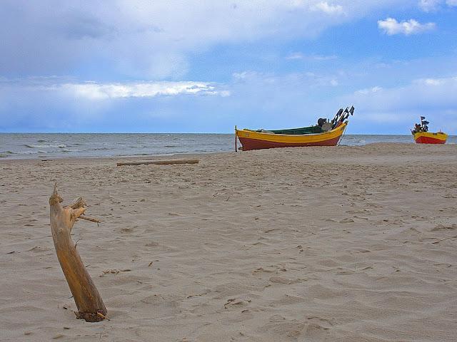 kutry rybackie na plaży w Dębkach,